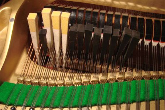 Muting of a series of three string string-sets on a grand piano using multiple mutes